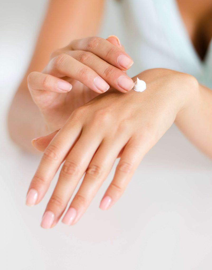 Hände eincremen - längsrillen fingernägel